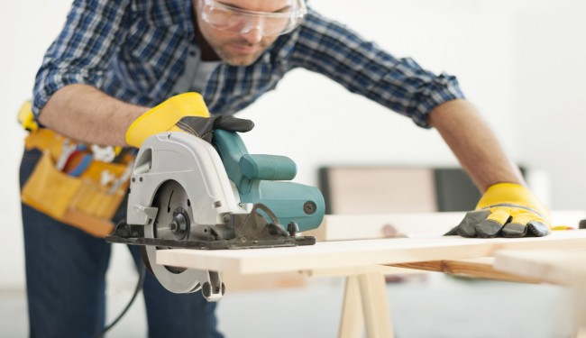 Hand Tools and Relevant Safety Precautions - EntirelySafe.com